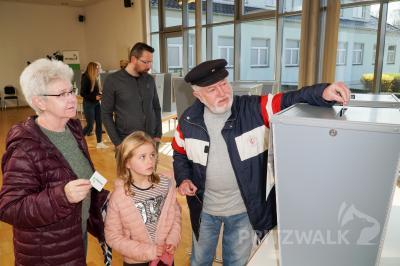 """Am """"Tag der Abstimmung"""", Sonnabend, 28. September, stehen im Kulturhaus wieder Wahlurnen bereit. Foto: Andreas König/Stadt Pritzwalk"""