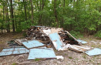 Foto zur Meldung: Erneut illegale Müllentsorgung im Wald