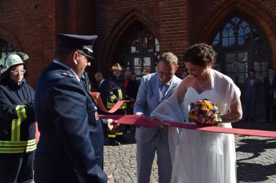 Vorschaubild zur Meldung: Hochzeit des Kameraden Holger Plume von der FF Quitzow