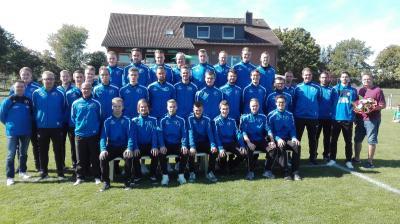 Foto zur Meldung: Einheitliche Trainingsanzüge für unsere Herrenmannschaften!