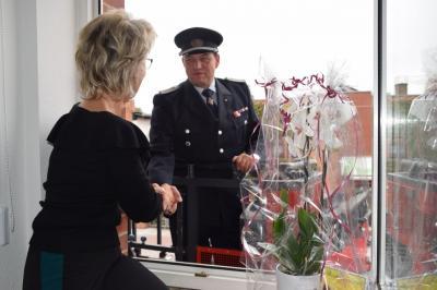 Vorschaubild zur Meldung: Feuerwehr gratuliert zum Geburtstag