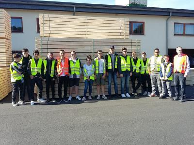Vorschaubild zur Meldung: Schüler der Graf Salentin Schule besuchen Sägewerk
