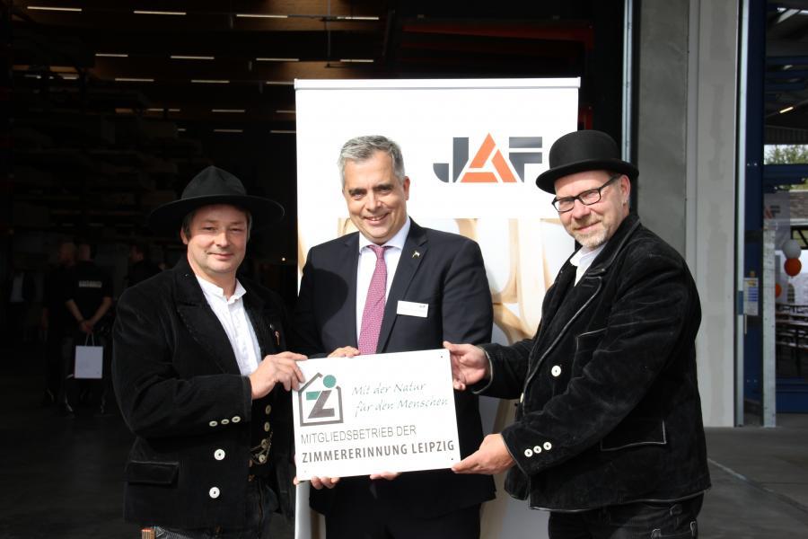 Bild der Meldung: Eröffnung Plattenhalle und Holzbearbitungsanlage bei JAF Imholz