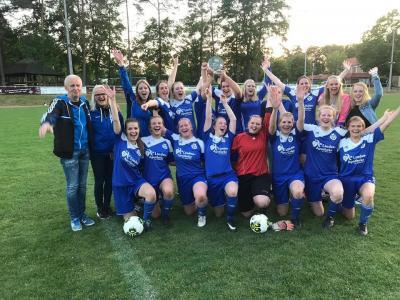 Vorschaubild zur Meldung: Damenmannschaft feiert die Meisterschaft – Ruwe verabschiedet sich mit Titelgewinn