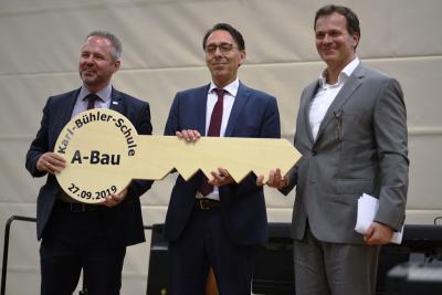 Bürgermeister Brandt, Rektor Klapp und Architekt Roggenbau