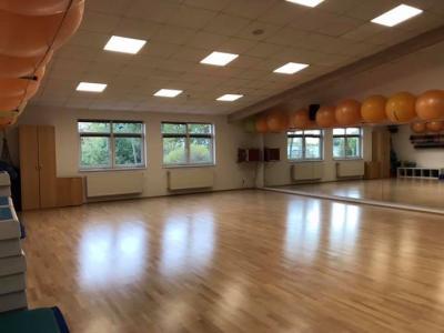 Vorschaubild zur Meldung: Neuer Fußboden im Kursbereich