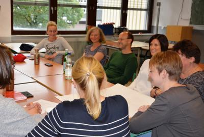 Vorschaubild zur Meldung: Rollentausch - Lehrer drücken die Schulbank