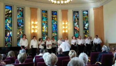 Unser Bild zeigt den Kammerchor bei einem Konzert im Rathaussitzungssaal (Quelle: https://kammerchorfalkensee.wordpress.com/)