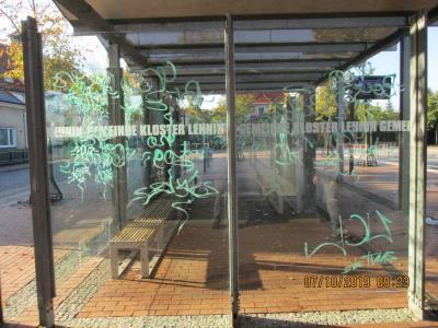 Foto zur Meldung: Schmierfinken am Lehniner Busbahnhof und auf dem Schulcampus