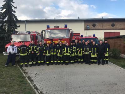 Foto zur Meldung: 30 Feuerwehrleute probten den Ernstfall