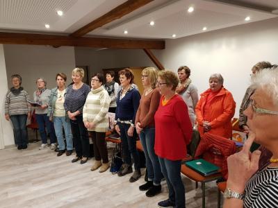 Foto zur Meldung: Frauenchor gratulierte mit musikalischen Ständchen
