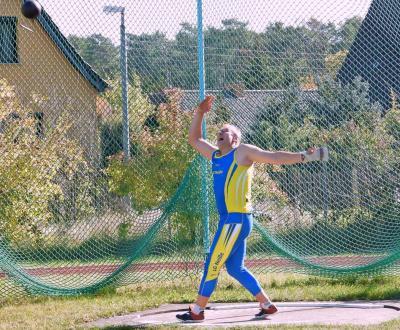 Heiko Sandig beim abschliessenden Gewichtswurf - Kreisrekord & Landesrekord im W5K