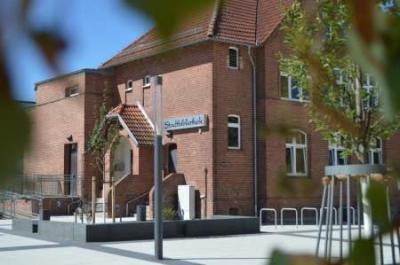 Unser Bild zeigt die Stadtbibliothek am Gutspark 6