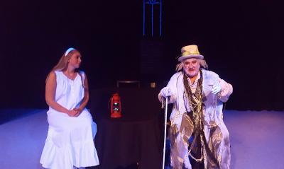 Foto zur Meldung: Spuk im Theater Zielitz - Gruselige Gespenster stimmen ein auf Halloween