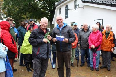 Foto zur Meldung: Jubiläums-Wanderung bei Regen