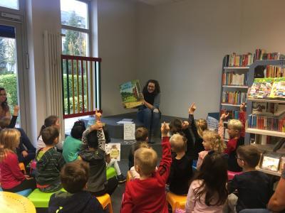 """Ulrike Bohnsack las den jungen Besuchern aus dem Buch """"Der Grüffelo"""" vor I Foto: Johanna Gumz"""