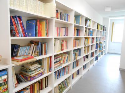 Vorschaubild zur Meldung: Wiedereröffnung & Öffnungszeiten der Bibliothek der Gemeinde Krayenberggemeinde