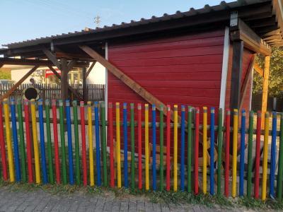 """Vorschaubild zur Meldung: Streichaktion in der Kindertagesstätte """"Regenbogen"""" in der Innenstadt"""
