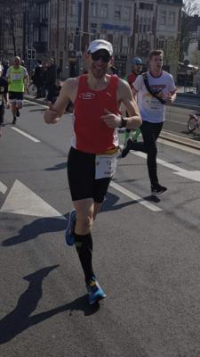 Vorschaubild zur Meldung: Freddy Ortmann gewinnt Halbmarathon beim Löwenlauf Hachenburg