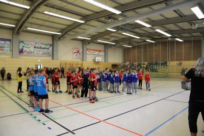 Foto zur Meldung: Ruhlas Sporthalle erlebte am Wochenende 13 Handballspiele mit begeisterten Fans