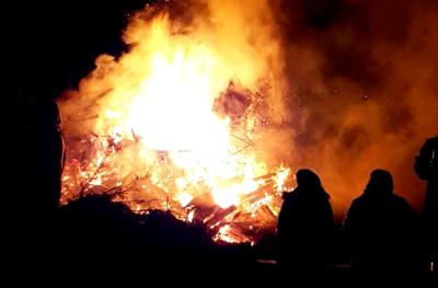 Foto zur Meldung: Emstaler Herbstfeuer zugunsten einer Bücherbox