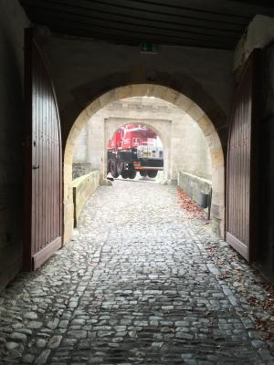 """Ein """"Henneberger"""" vor der Bertholdsburg"""