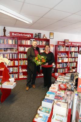 Bürgermeister Holger Obst und Buchhändlerin Alexandra Messerschmidt