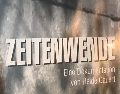"""Unser Bild zeigt einen Teil des Covers des Dokumentarfilmes """"Zeitenwende"""" von der Falkenseer Filmemacherin Heide Gauert"""