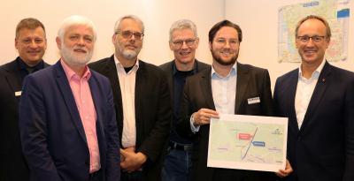 (v.l.): Michael Lantau (Ltd. Verwaltungsbeamter Amt Horst-Herzhorn), Bürgermeister Jörn Plöger (Gemeinde Horst), Dipl.-Ing. Carsten Salz (egeb), Dr. Guido Austen (egeb), Dr. Otto Carstens (Kreis Steinburg) und Bürgermeister Volker Hatje (Stadt Elmshorn).