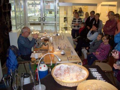 Vorschaubild zur Meldung: Heißer Herbst im Glasmuseum  - Glasblasen, Kinderprogramm, Kaffee und Kuchen, 17. November 2019
