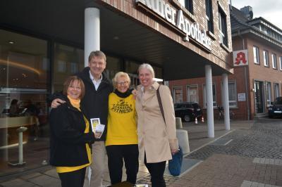Bianka Steinhagen und Marion Grundmann mit Ehepaar Thiede