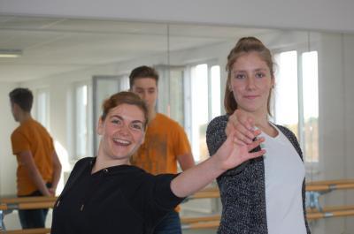 Jenny Patzelt (links im Bild), ihre Begeisterung für den Tanz steckt an, Foto: Sylvia Wegener