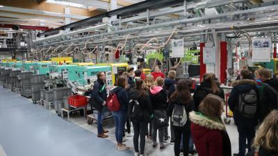 Vorschaubild zur Meldung: 180 Sekundarschüler besuchen Firma Mennekes