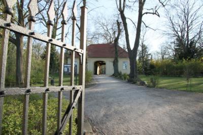 Foto zur Meldung: Friedhofsführung auf dem Historischen Friedhof in Rathenow