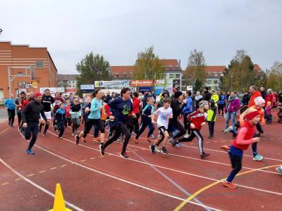 Foto zur Meldung: Erster Paarlauf der neuen PLS 2019/20 mit fast 100 Läuferpaaren