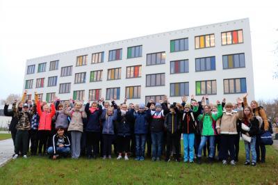 Die Schülerinnen und Schüler der Elblandgrundschule vor ihrer Abfahrt nach Stuttgart I Foto: Martin Ferch