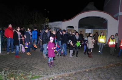 Martinsumzug 2016 in Biederitz. Jedes Jahr eine beliebte Veranstaltung in der Einheitsgemeinde. Der Umzug beginnt immer mit einem ökumenischen Gottesdienst und erinnert an Hilfsbereitschaft, Demut und den Willen, zu teilen.User Bild wurde 2016 aufgenommen.