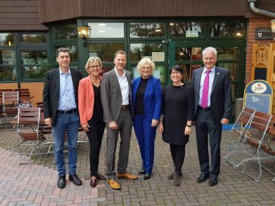 Die Beteiligten der Podiumsdiskussion in Hanau