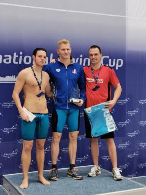 Die 3 Erstplatzierten des Finales über 50 m Brust. Von links: der Zweitplatzierte Maurits Kuhn (Neukölln), der Sieger - der amtierende Deutsche Meister Erik Steinhagen (Neukölln), Michael Ritter (FSV Nienburg)