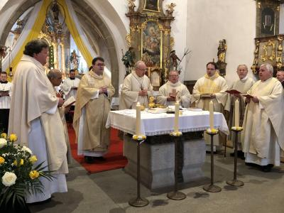 Foto zur Meldung: 300 Jahre Martiniritt in Miltach - Pontifikalgottesdienst und Prozession