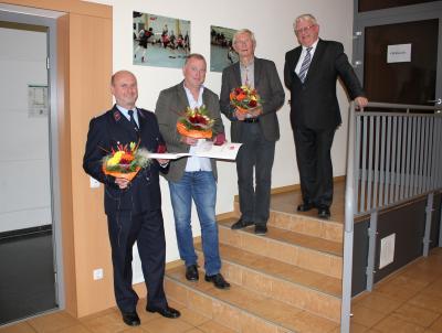 Ehrung fürs Ehrenamt für Thomas Conrath, Tarsten Lipfert und Dietrich Lüttke mit Bürgermeister Volker Zocher (v.l.n.r.)
