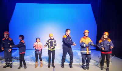 """Foto zur Meldung: """"Bei der Feuerwehr wird der Kaffee kalt"""" - 2. Premiere am 16. November  Schauspiel nach dem Buch von Hannes Hüttner gespielt von Kindern für Kinder ab 4 Jahren."""