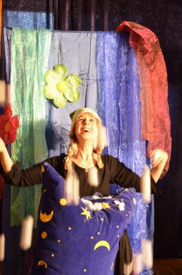 Frau Holle - Ein Mitspielmärchen/ Tina Stier