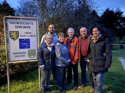 Der Vorstand des Komitees ist begeistert von den neuen Schildern an den Ortseingängen der Samtgemeinde.