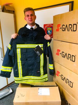 Foto zur Meldung: Neue Feuerwehrkleidung für 17.500 Euro