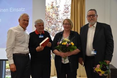 v.l.n.r.:Prof. Dr. Martin Engelhardt (Präsident DTU), Prof. Dr. Gerhard Treutlein (Anti-Doping-Experte), Doris Helmchen und Volker Oelze