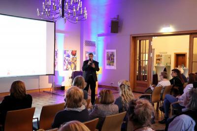 Bürgermeister Dr. Oliver Hermann begrüßte die Gäste im Kultur- und Festspielhaus I Foto: Martin Ferch