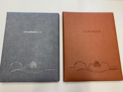 Foto zur Meldung: Stammbücher mit Skyline von Holzwickede