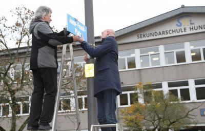 Vorschaubild zur Meldung: Meggener Schulhof heißt jetzt Anne Frank-Platz