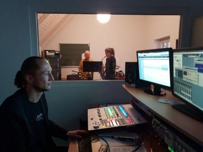 """Foto zur Meldung: """"Band ab - Ton läuft"""" Ein Tag im Tonstudio der Musikschule"""